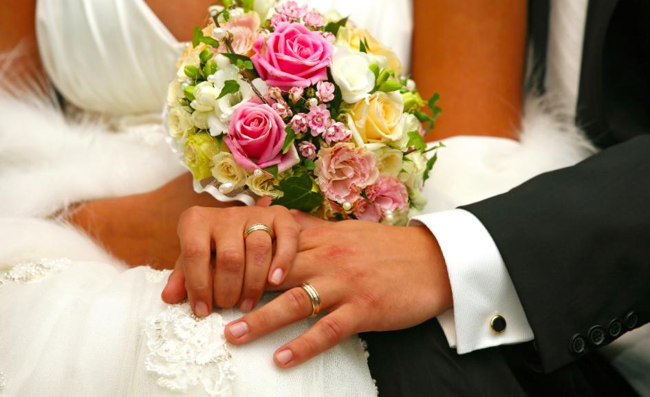 福山結婚がアミューズ株価に影響