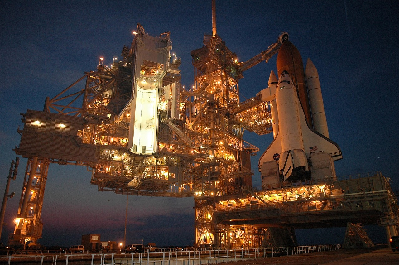 discovery-space-shuttle-1757098_1280