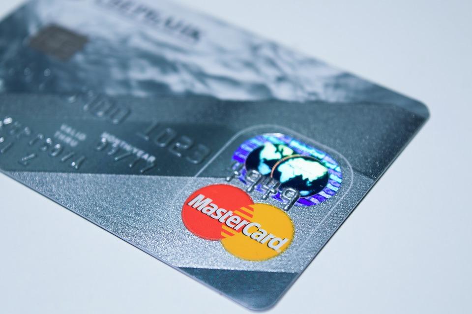 plastic-card-1647376_960_720 (1)