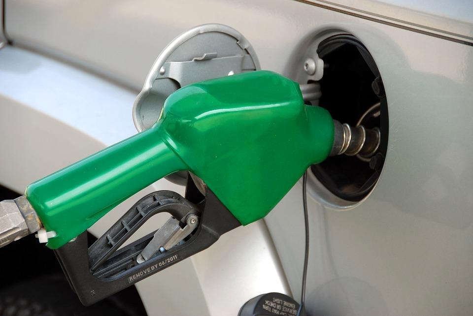 pumping-gas-1631634_960_720